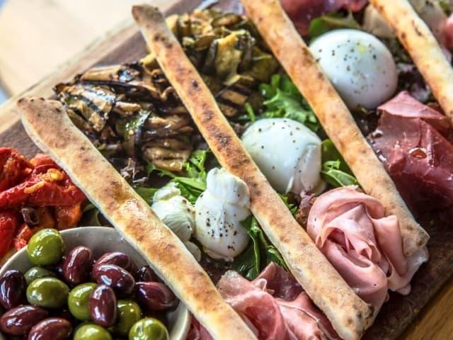 Best Pizza Bali Caprese Gofood Grabfood