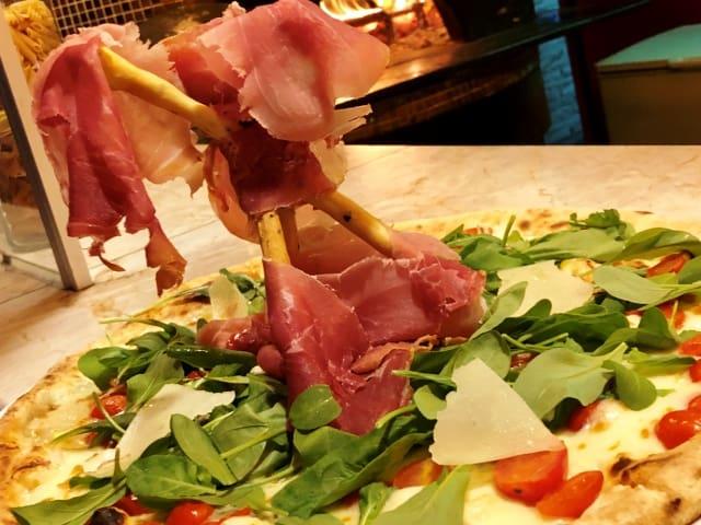 Best Pizza Bali Parma Ham Rucola